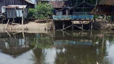 Photo of Air Sungai Hitam dan Berbau, Diduga karena Limbah Perusahaan