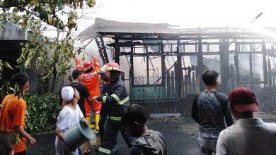 Photo of Tiga Rumah dan Satu Kontrakan 13 Pintu Ludes Terbakar Disiang Bolong