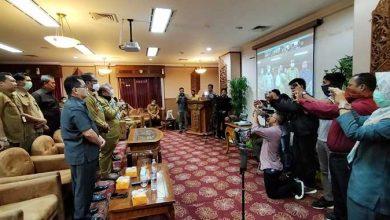 Photo of Laporan Keuangan Pemkab Kutim Diserahkan Lewat Video Telekonferensi