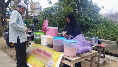 Photo of Kisah Pedagang yang Tetap Berjualan di Tengah Wabah Covid-19