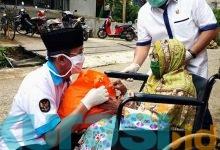 Photo of Rusmadi dan Ikapakarti Tutup Ramadan dengan Berbagi Sembako Kepada Warga Mugirejo