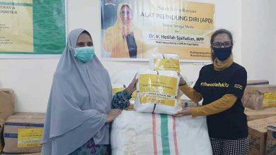 Photo of Bantu Tangani Covid-19, Hetifah Bagikan Ribuan APD untuk Tenaga Medis di Kaltim dan Kaltara