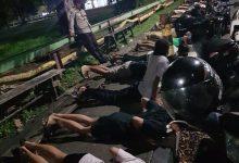 Photo of Kelurahan Satimpo Patroli Gabungan PPKM, Belasan Remaja Dihukum di Lapangan Kampung Baru